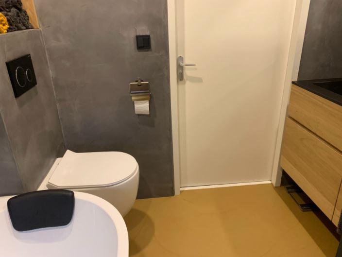 Gietvloer badkamer breda